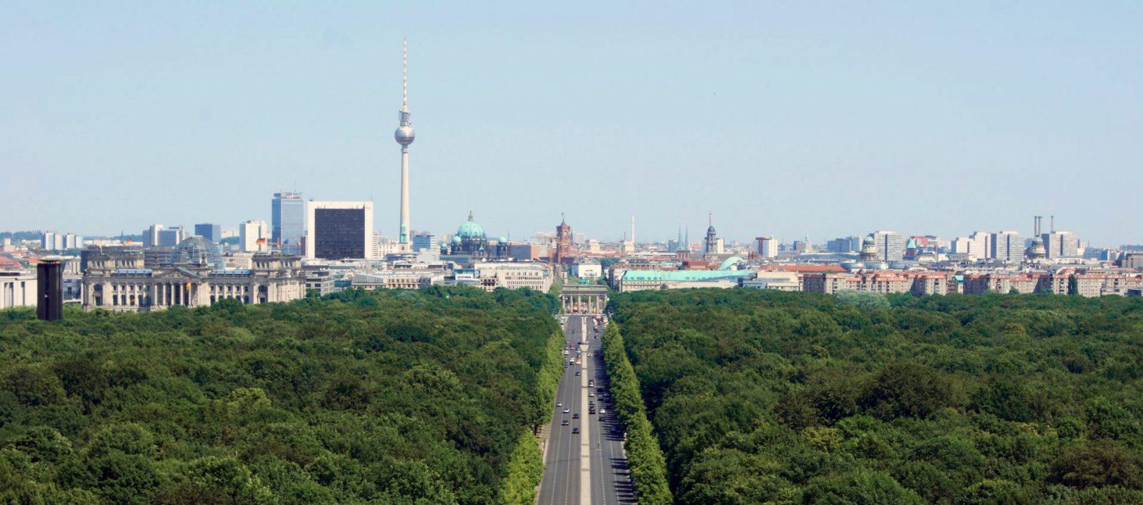 Berlin Mitte mit Fernsehturm, Reichstag, Brandenburger Tor und Rotem Rathaus